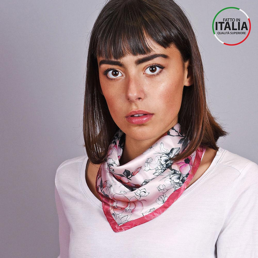 AT-04600-VF10-LB_IT-1-foulard-carre-soie-floral-rose-rouge-made-in-italie