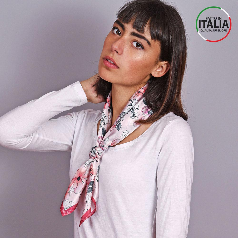 AT-04600-VF10-LB_IT-2-foulard-soie-floral-rose-rouge-made-in-italie