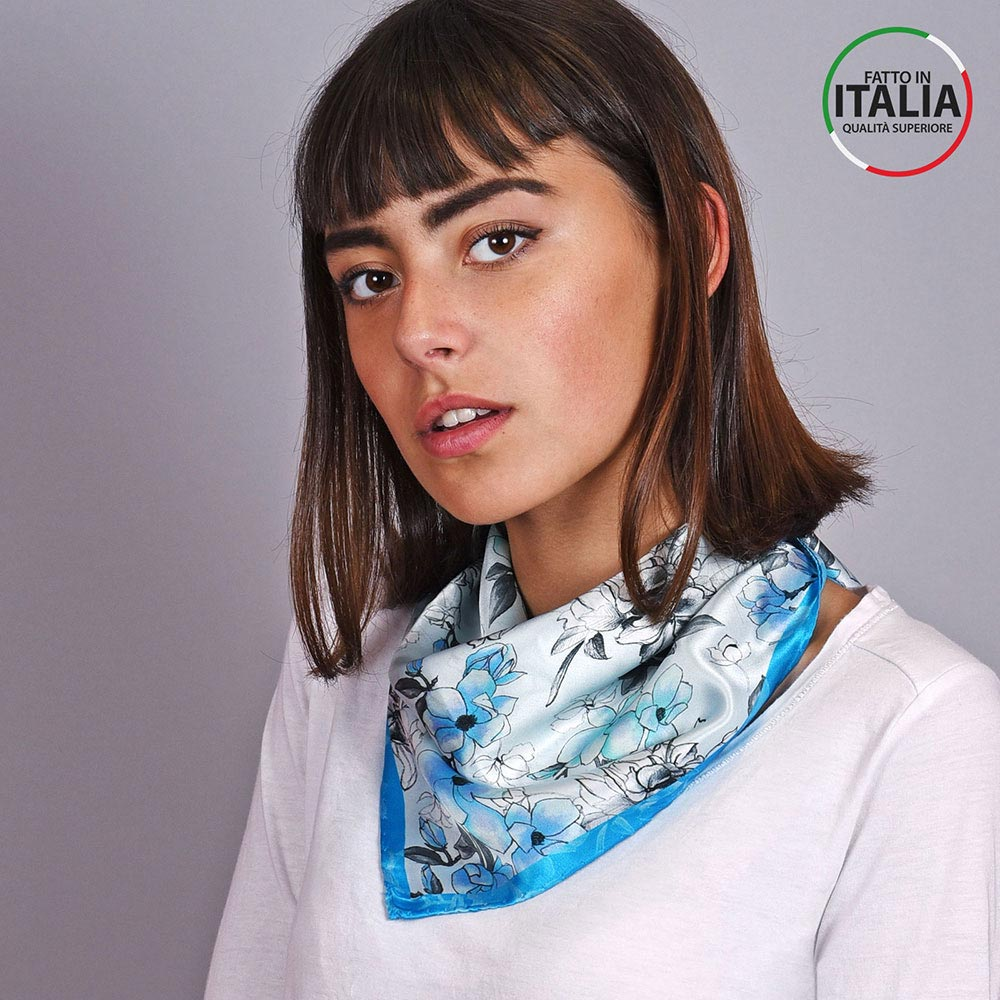 AT-04601-VF10-LB_IT-1-foulard-carre-soie-floral-bleu-made-in-italie