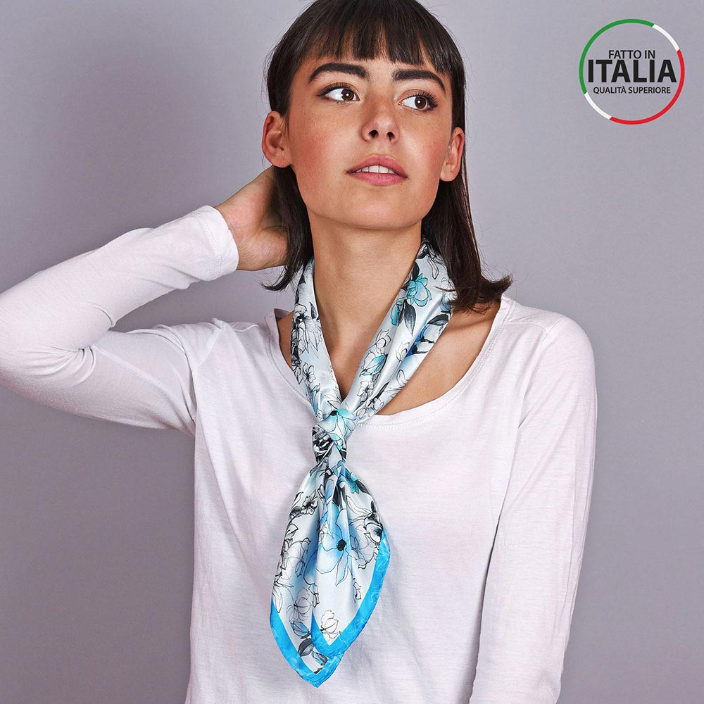 AT-04601-VF10-LB_IT-2-foulard-soie-floral-bleu-made-in-italie