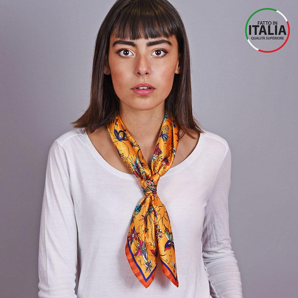 AT-04603-VF10-LB_IT-2-carre-en-soie-jaune-orange-made-in-italie
