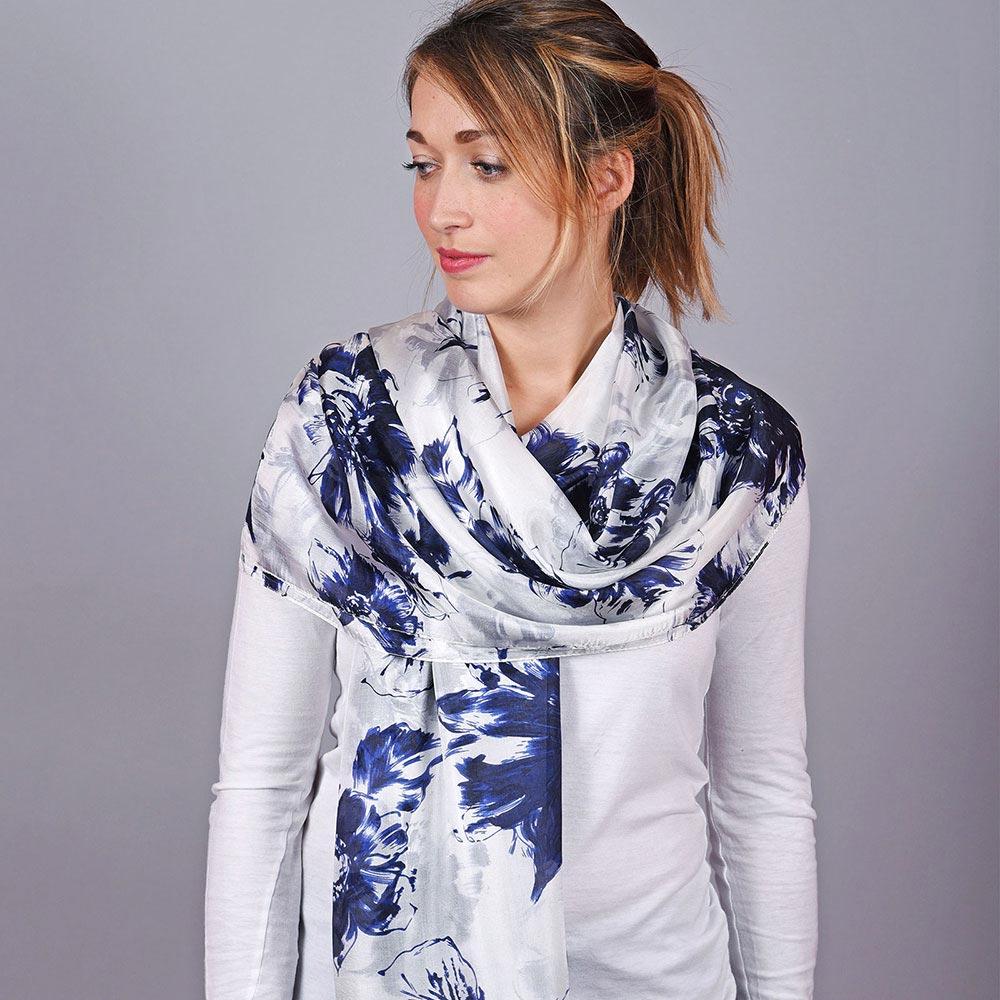 AT-04637-VF10-1-etole-soie-blanc-bleu