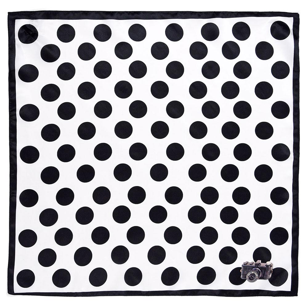 AT-04640-A10-foulard-carre-soie-pois-noirs