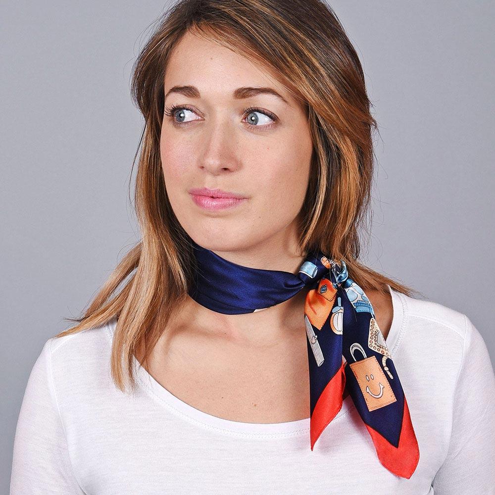 AT-04642-VF10-1-carre-soie-motifs-shopping-marine