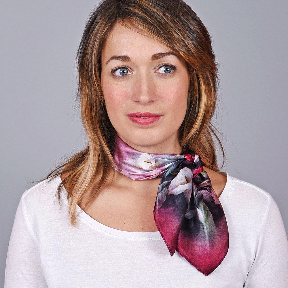 AT-04656-VF10-1-carre-soie-femme-fleurs-sur-violet