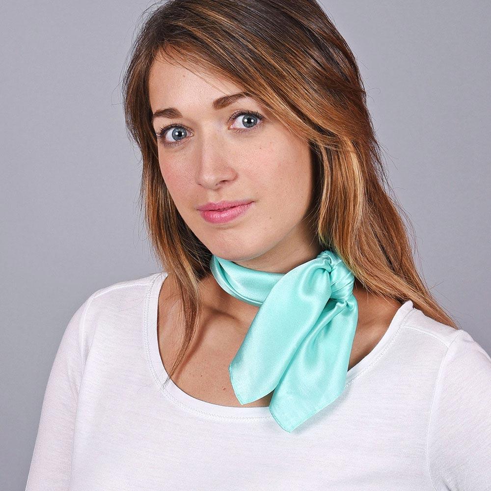 AT-04661-VF10-1-foulard-soie-femme-vert-pale