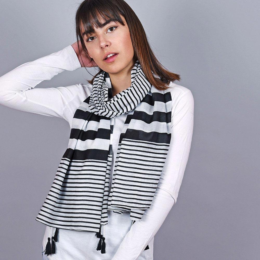 AT-04667-VF10-1-foulard-femme-rayures-noires