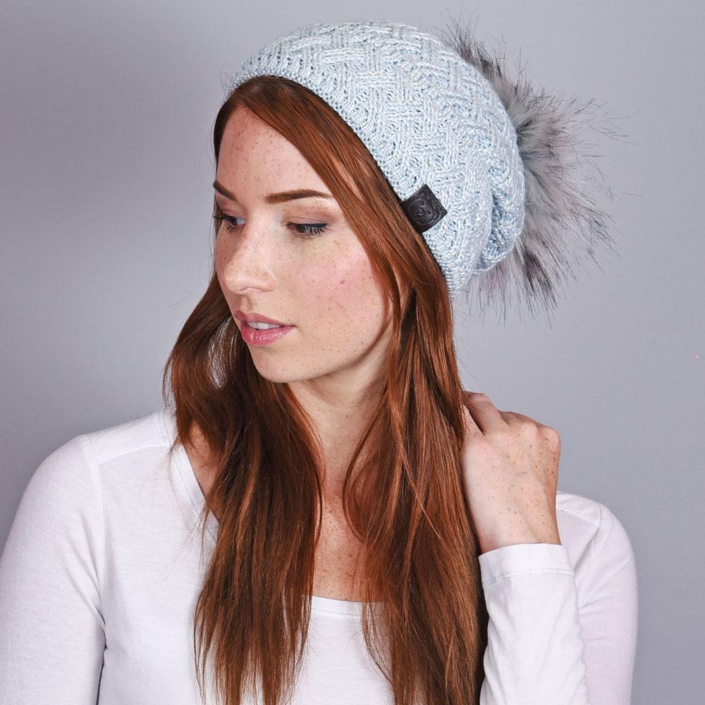 CP-01031-VF10-1-bonnet-femme-pompon-bleu-ciel - Copie