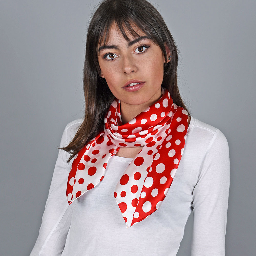 AT-04729-VF10-1-foulard-carre-soie-pois-rouge