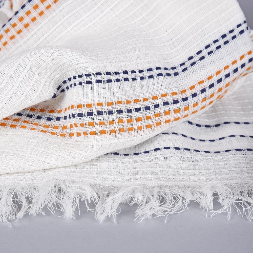 AT-04678-D10-echarpe-legere-blanche