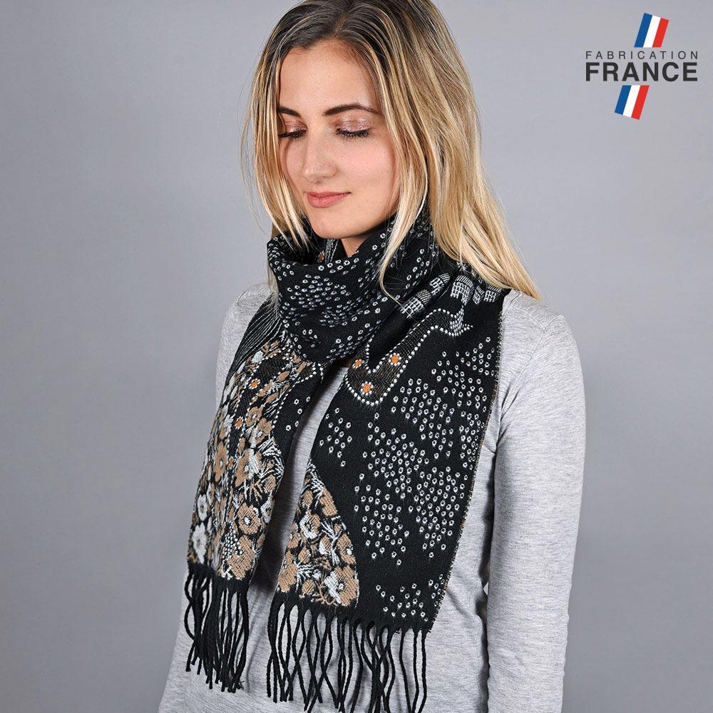AT-05718-VF10-LB_FR-echarpe-fleurs-grises-fabrique-en-france
