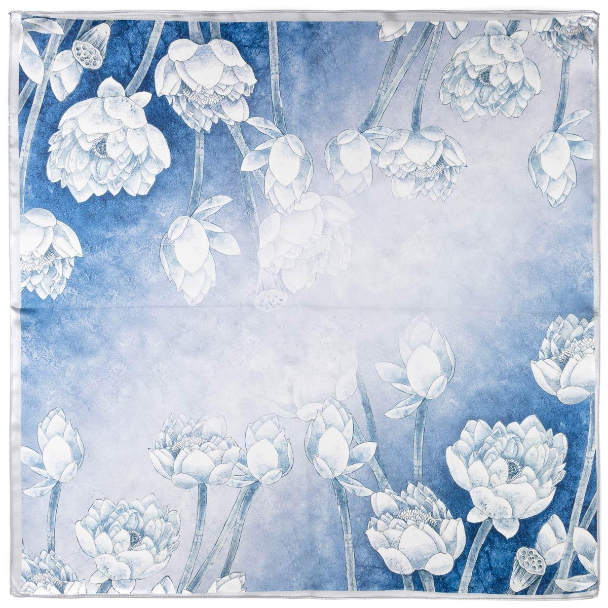 AT-06277-A12-carre-de-soie-bleu-oeillets