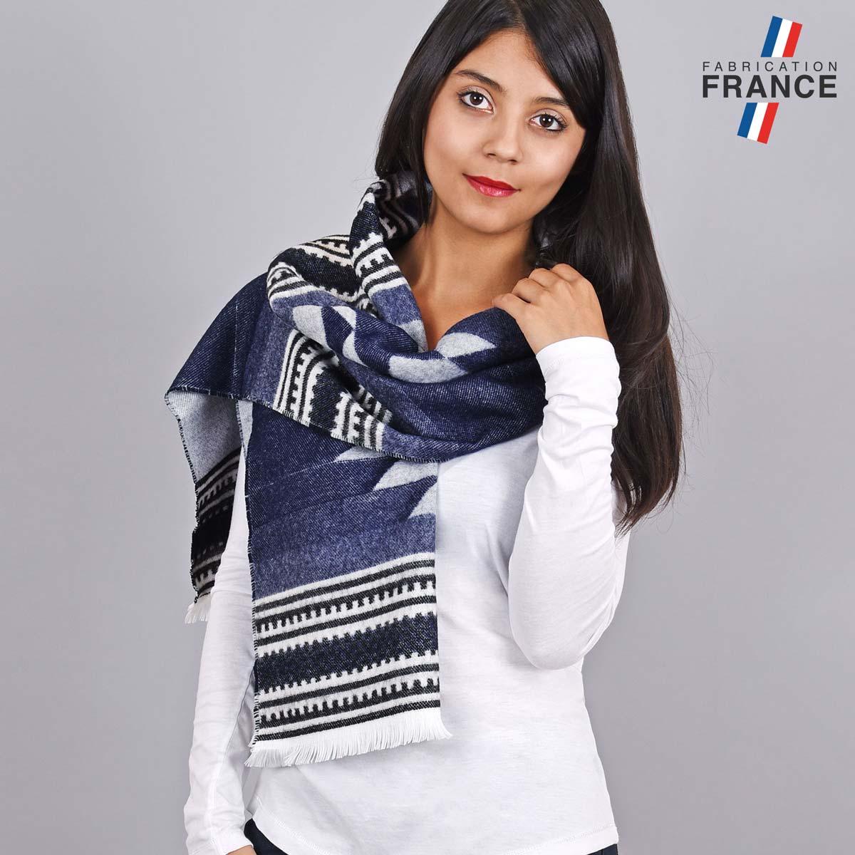 AT-05501_W12-1FR_Chale-franges-grise-femme-azteque
