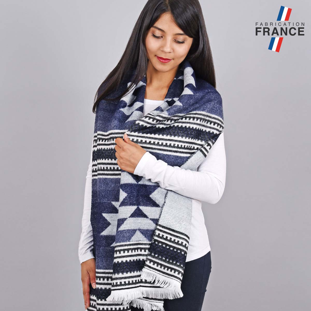 AT-05501_W12-2FR_Chale-franges-grise-femme-azteque