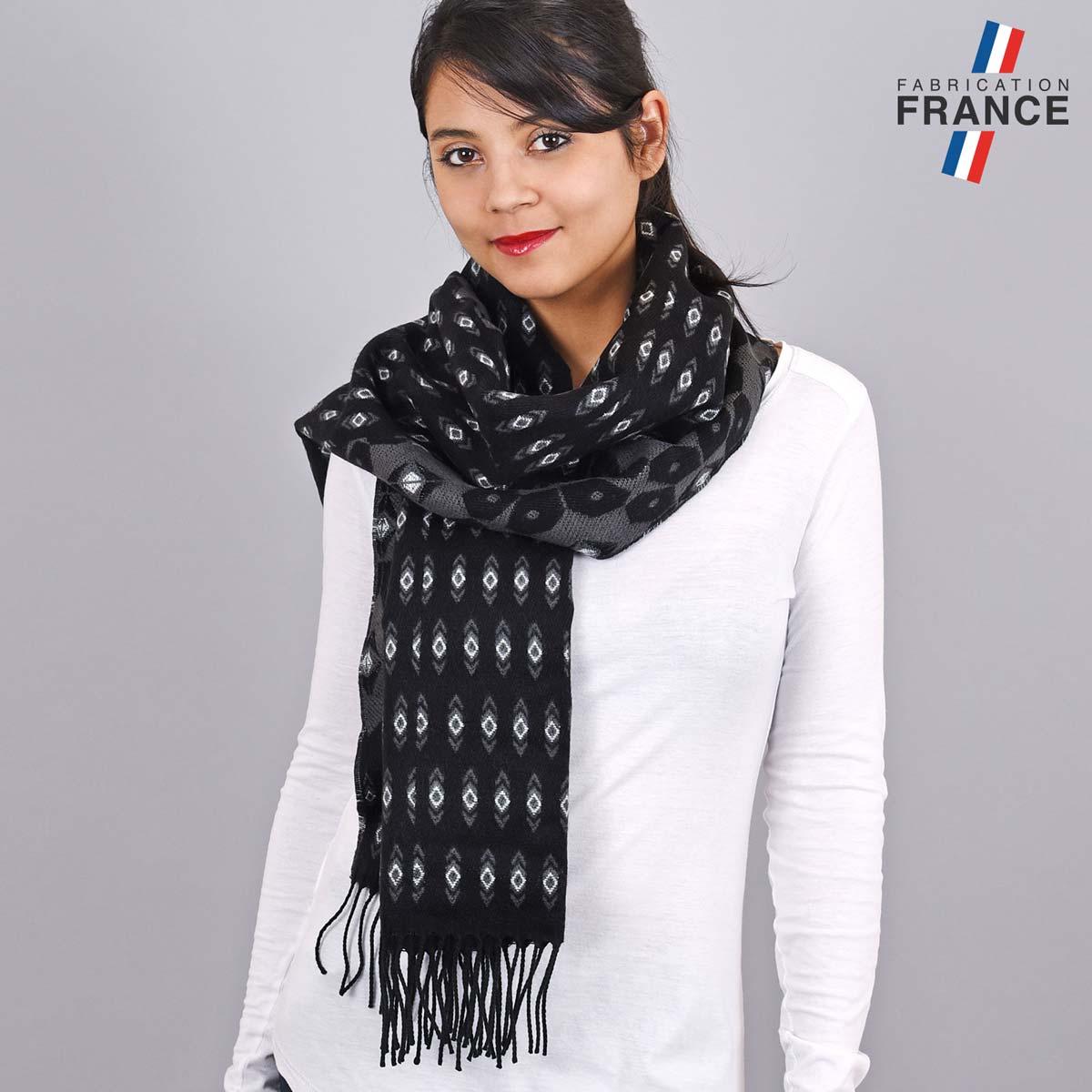 AT-05517_W12-1FR_Chale-femme-motifs-geometriques-noir-gris