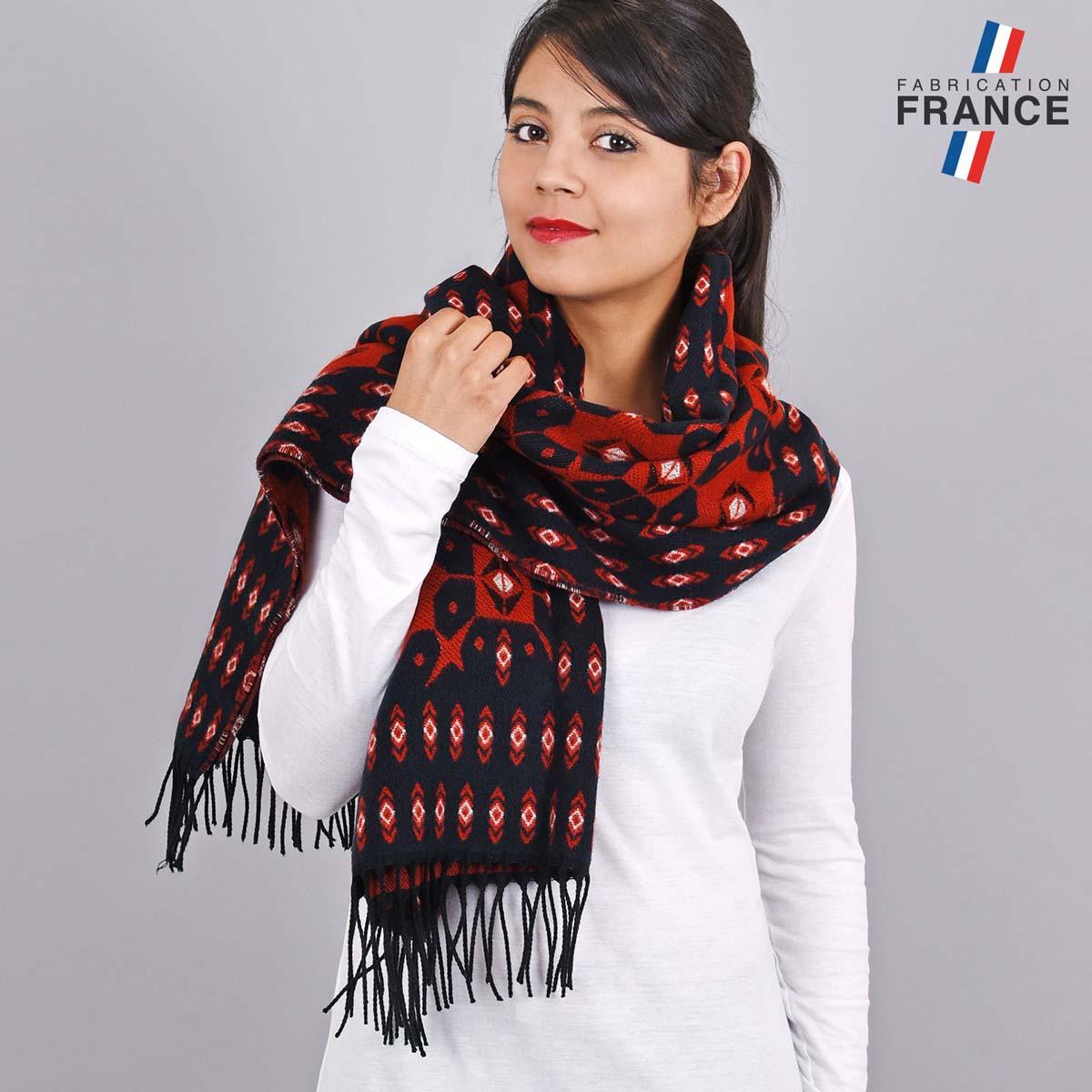 AT-05518_W12-1FR_Chale-franges-motifs-geometriques-marine-rouge