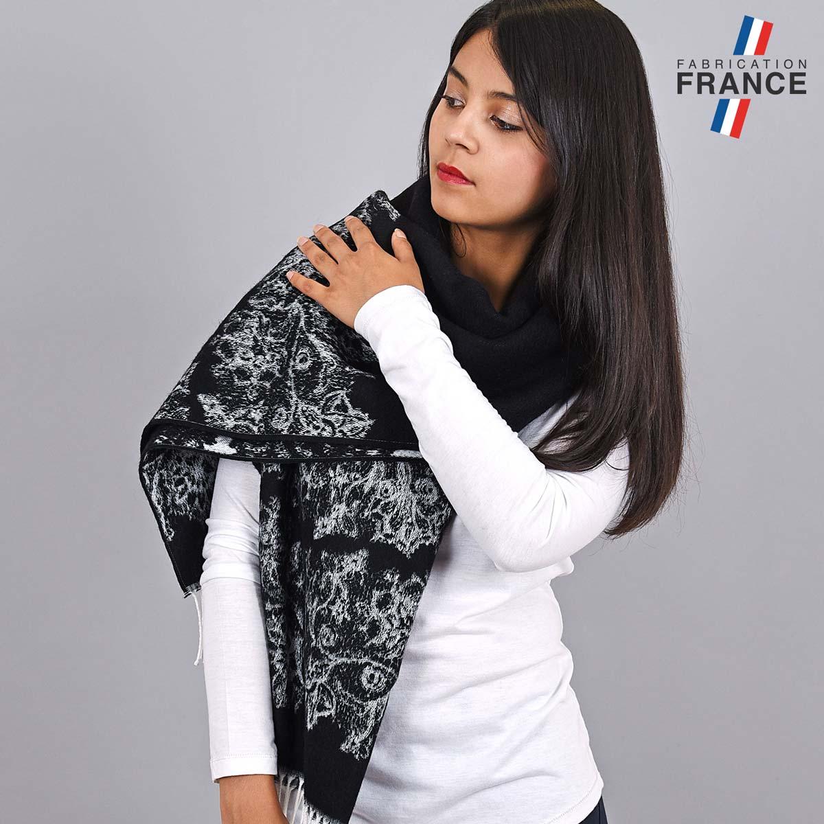 AT-03956_W12-1FR_Chale-hiver-noir-motifs-floraux