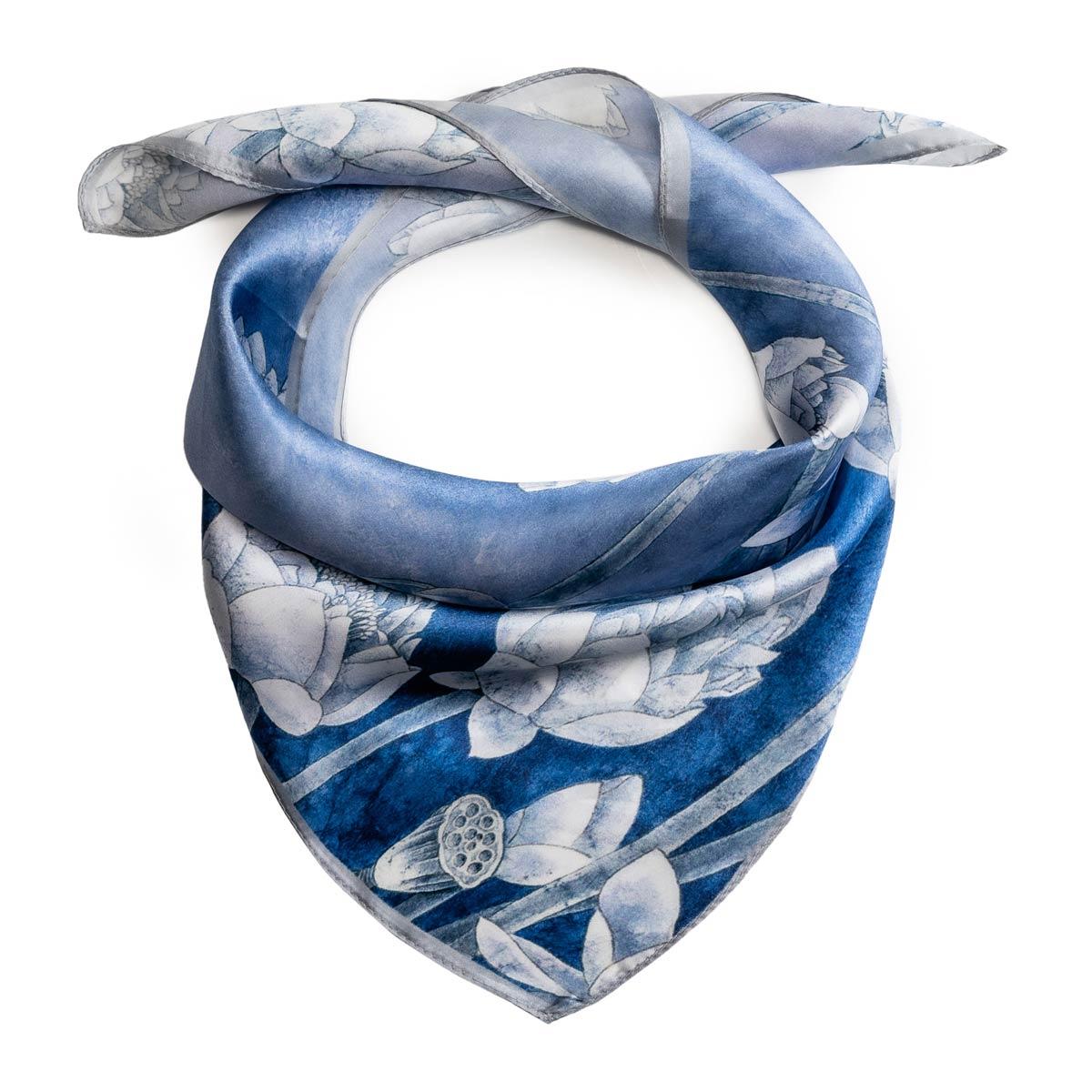 AT-06363_F12-1-foulard-soie-femme-oeillets-bleu