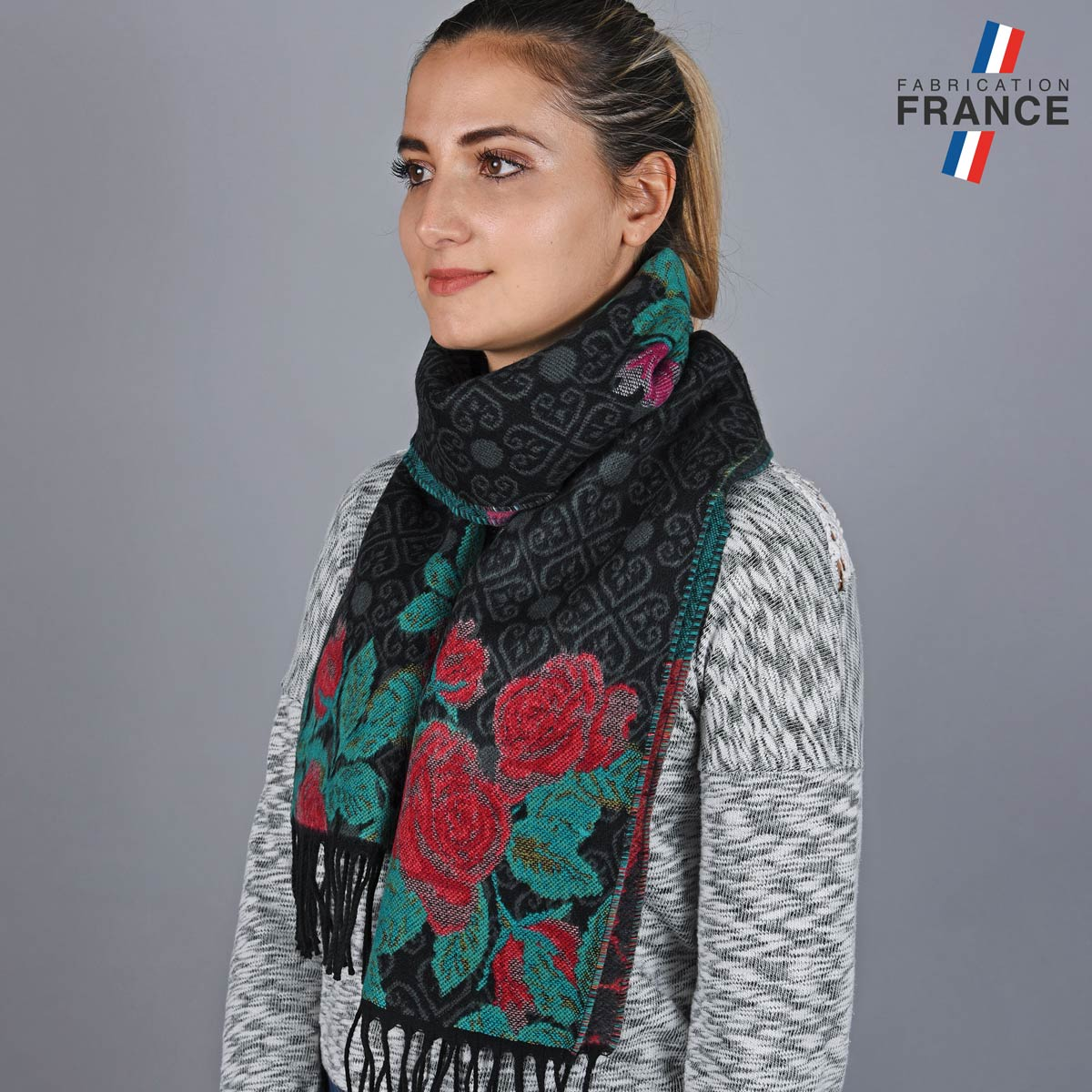 AT-05630_W12-1FR_Echarpe-femme-roses-label-francais