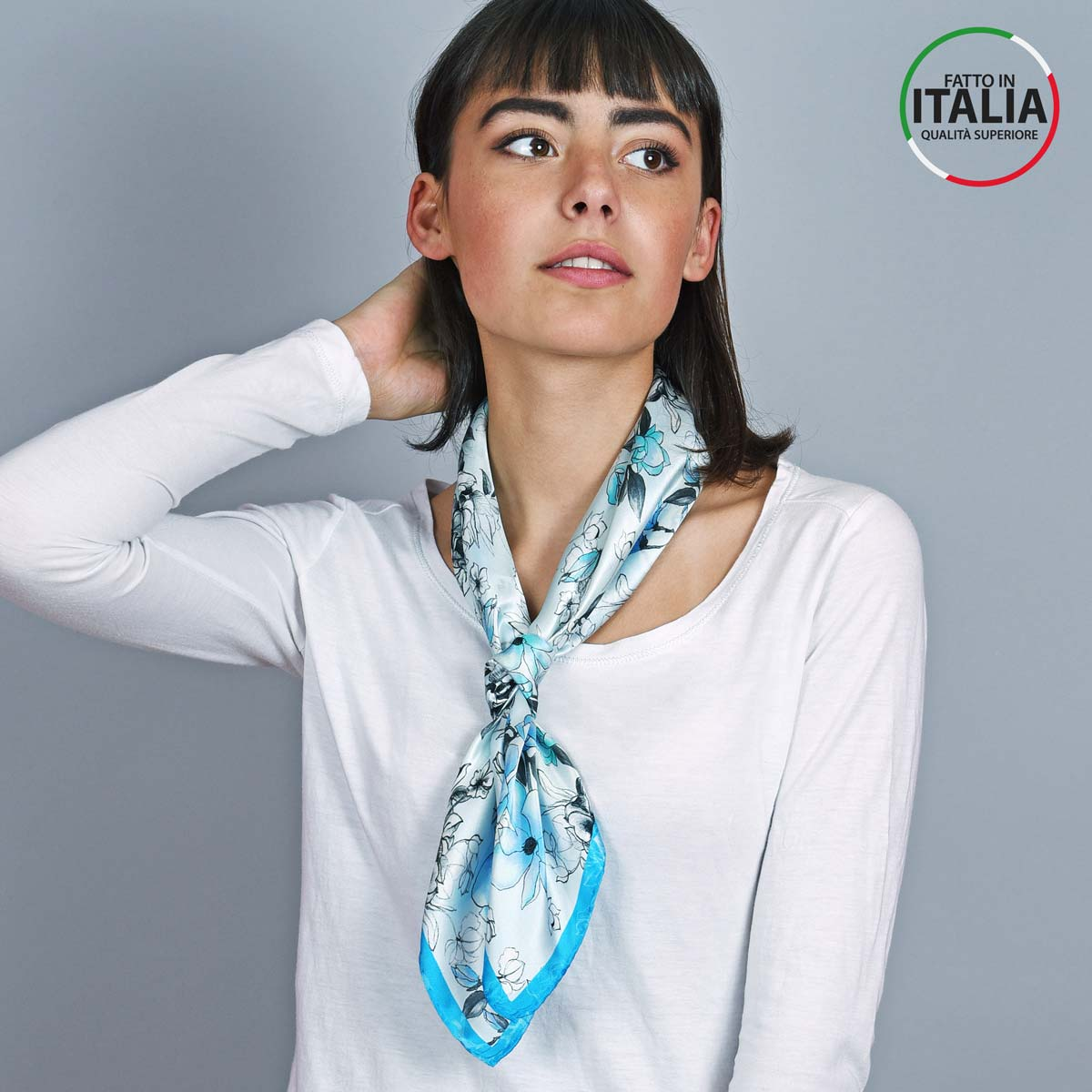 AT-05394_W12-2IT_Foulard-soie-floral-bleu-made-in-italie