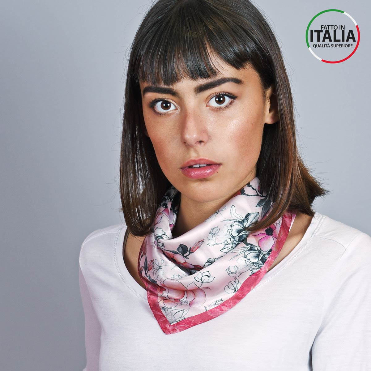 AT-05395_W12-1IT_Foulard-carre-soie-floral-rose-rouge-made-in-italie