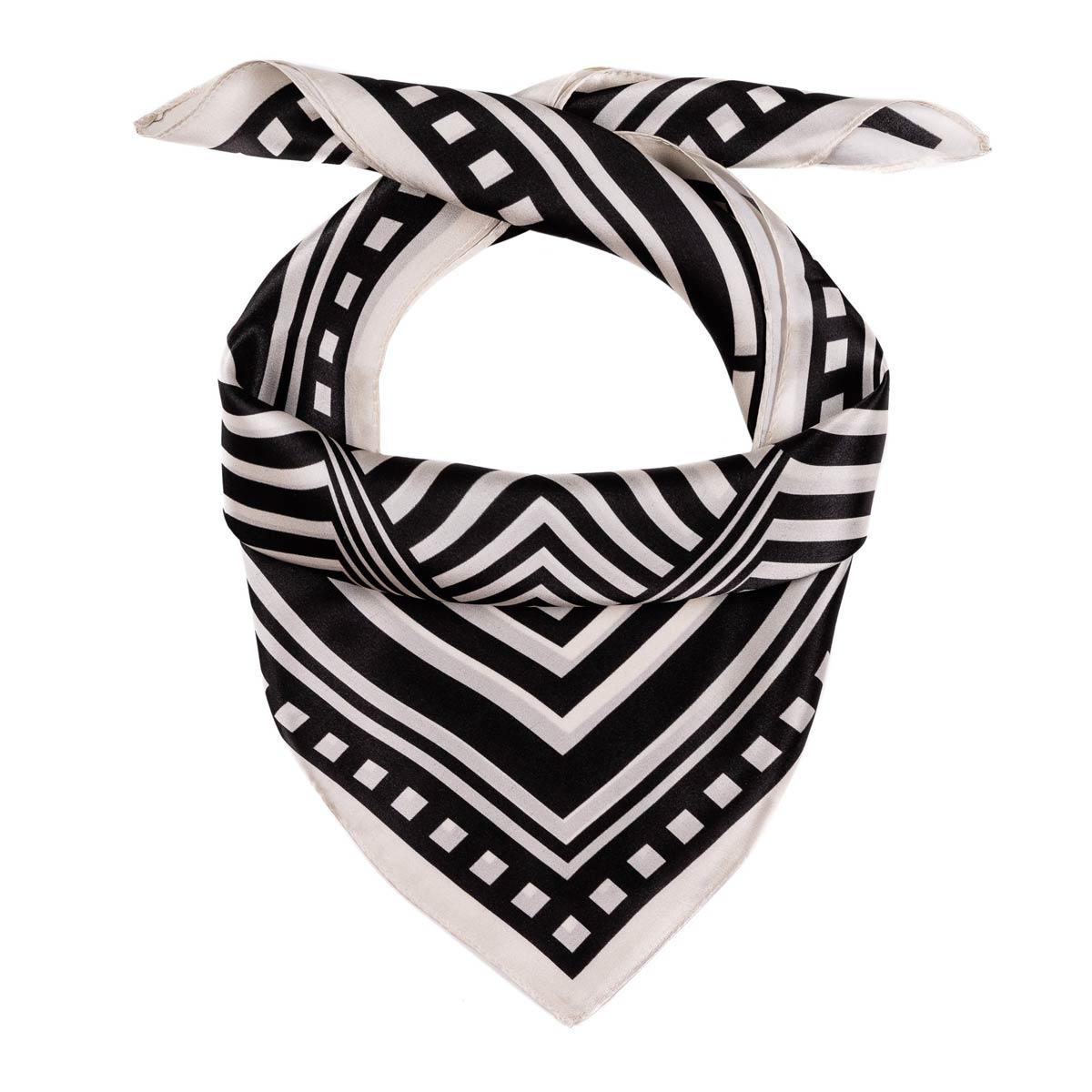 AT-06463_F12-1-carre-soie-geometrie-noir-et-blanc