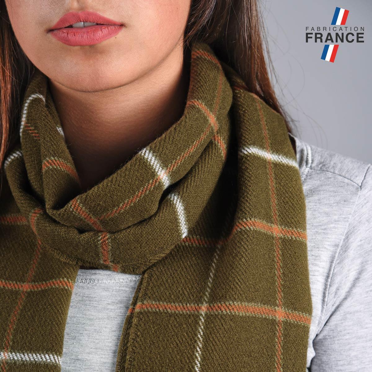 AT-04842_W12-2FR_Echarpe-femme-kaki-carreaux