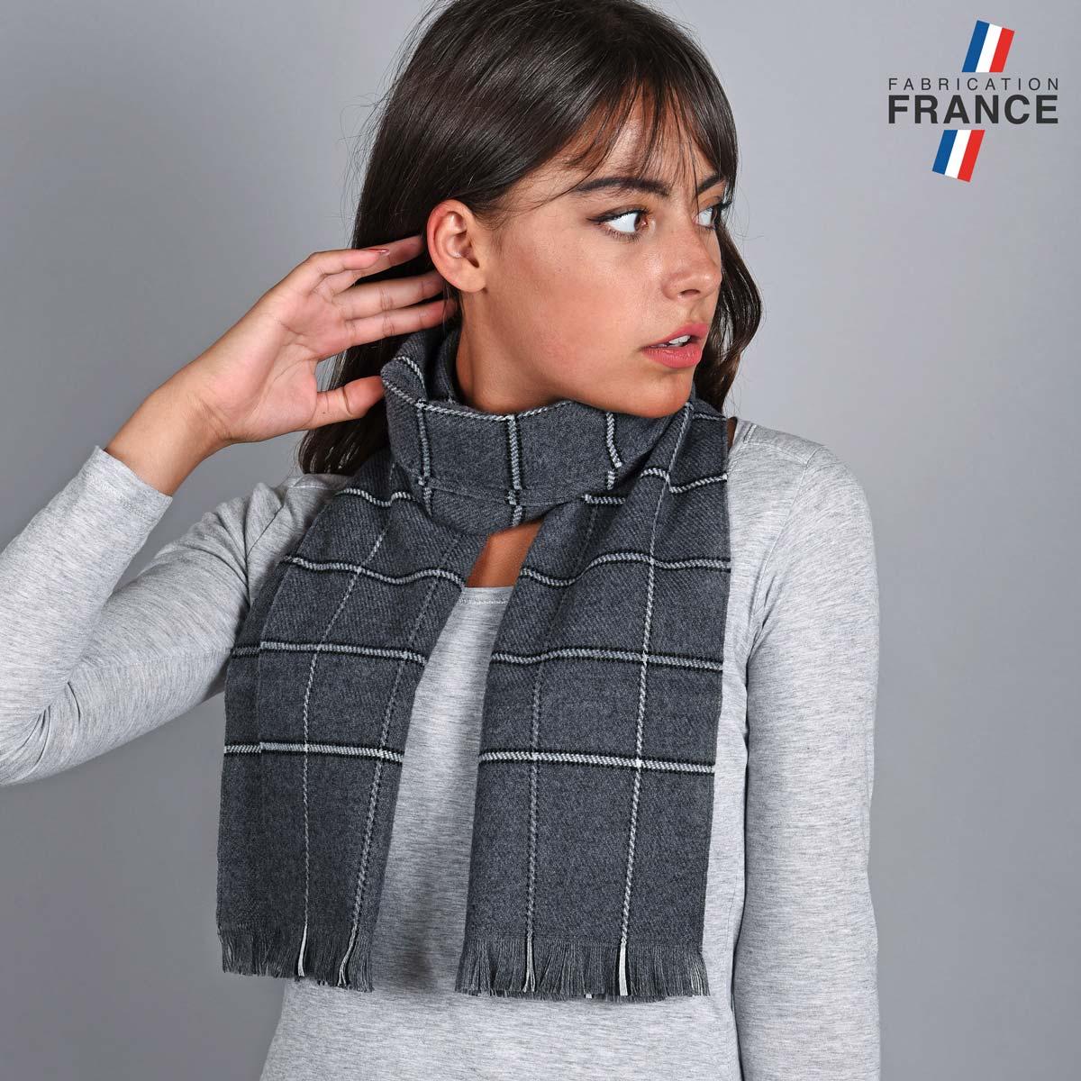 AT-04843_W12-1FR_Echarpe-carreaux-grise
