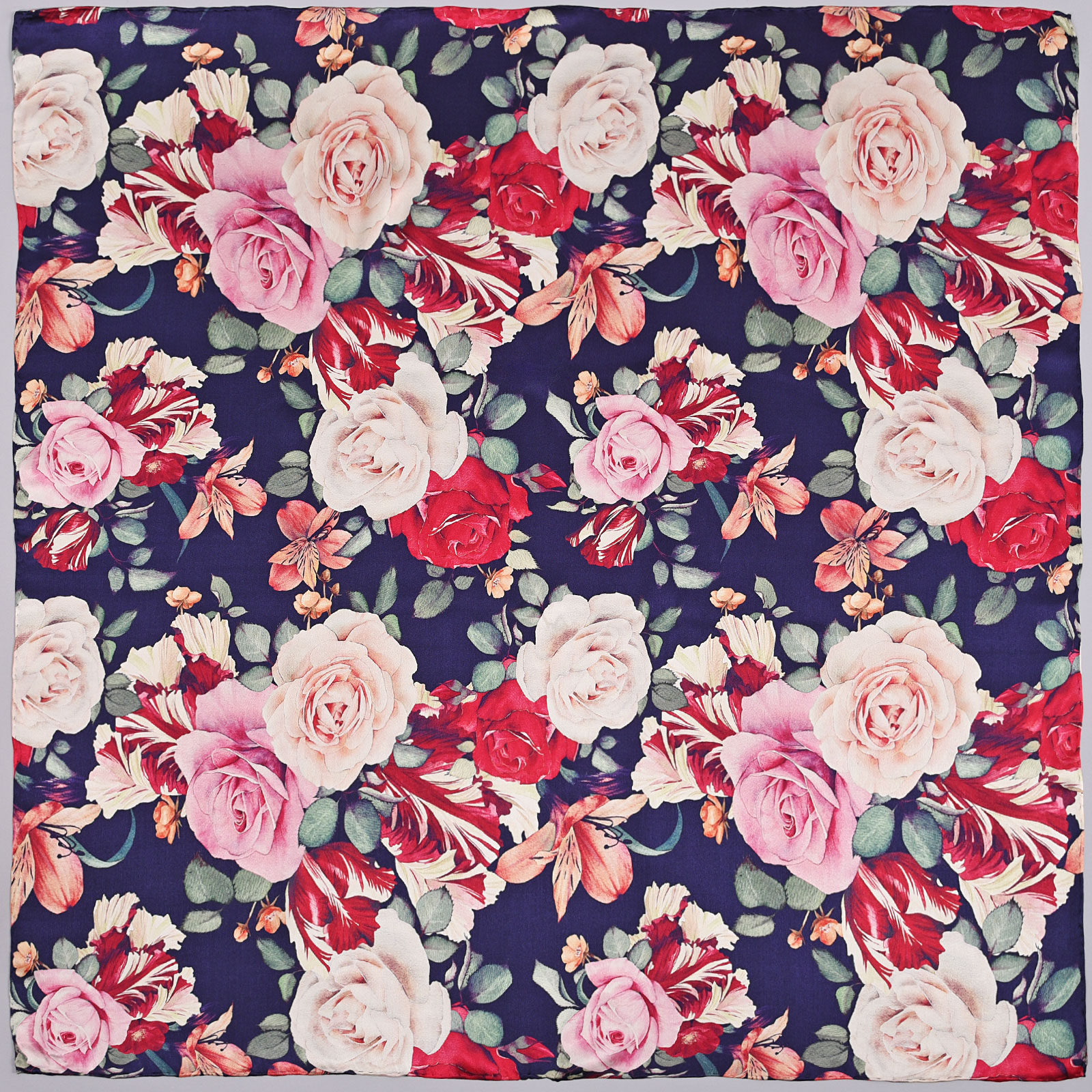 AT-03869-A16-carre-soie-bleu-roses-multicolores