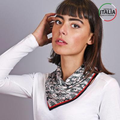 8328ea931532 Carré de soie - Allée du foulard