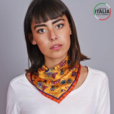6a61cd7b2371 Carré de soie Sacaly Farilla Orange