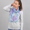 AT-03835-VF16-foulard-mousseline-soie-marguerites-mauve-bleu