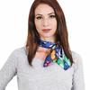 AT-04007-VF16-P-carre-de-soie-papillons-multicolores-sur-bleu