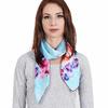 AT-04045-VF16-P-carre-de-soie-floral-oeillets-bleu-ciel