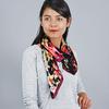AT-03425-VF16-carre-de-soie-noir-flou-floral