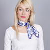 AT-04435-VF16-foulard-carre-soie-roses-indigo