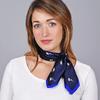 AT-04643-VF16-1-carre-soie-fleurs-marine-bleu