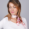 AT-04657-VF16-1-carre-soie-rose-feuilles