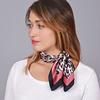 AT-04651-VF16-1-carre-femme-soie-leopard-rose