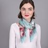 AT-03892-turquoise-V10-grand-carre-soie-roses-sur-bleu