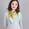 AT-04052-VF10-carre-soie-floral-geometrie-turquoise