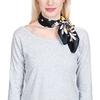 AT-04432-VF10-P-foulard-soie-marguerites-noir