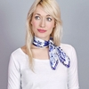 AT-04435-VF10-foulard-carre-soie-roses-indigo