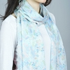 AT-04470-VF10-2-echarpe-fine-bleue-feuilles-fleurs
