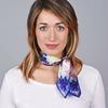 AT-04652-VF10-1-carre-soie-femme-marine-fleurs