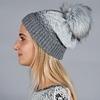 _Bonnet-femme-pompon-gris