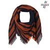 AT-05821_F12-1FR_Echape-carre-fantaisie-noire-et-orange