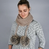 AT-05865_W12-1--_Snood-hiver-pompons-taupe