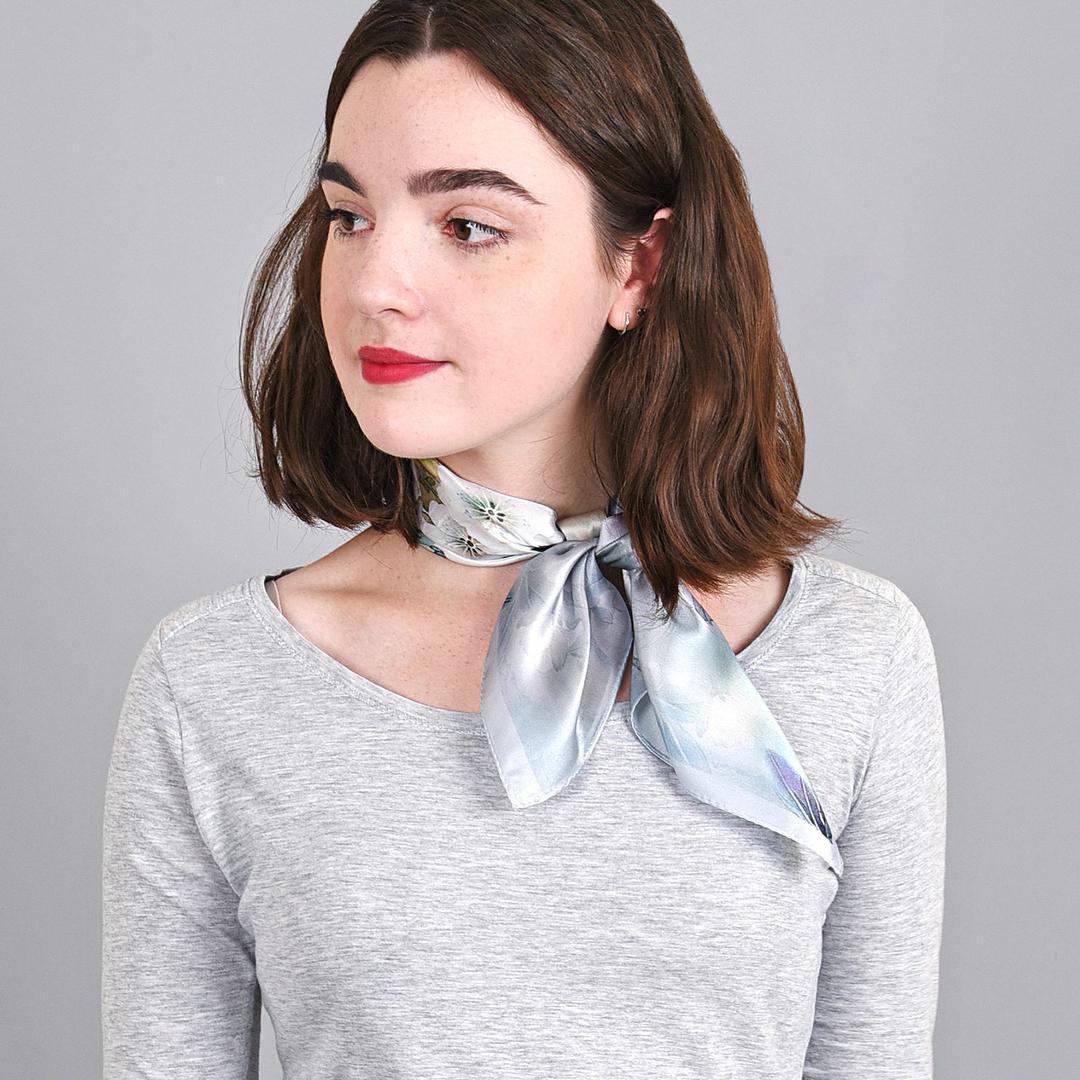AT-04009-VF16-foulard-en-soie-blanc-feuilles