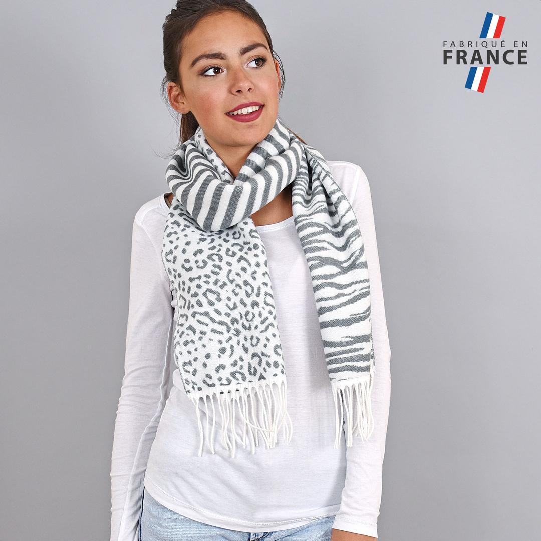 AT-03936-VF16-FR-echarpe-zebre-grise